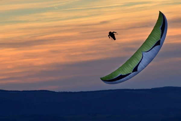 flying-puy-de-dome-parapente-couche-soleil-ozone-mantra-6